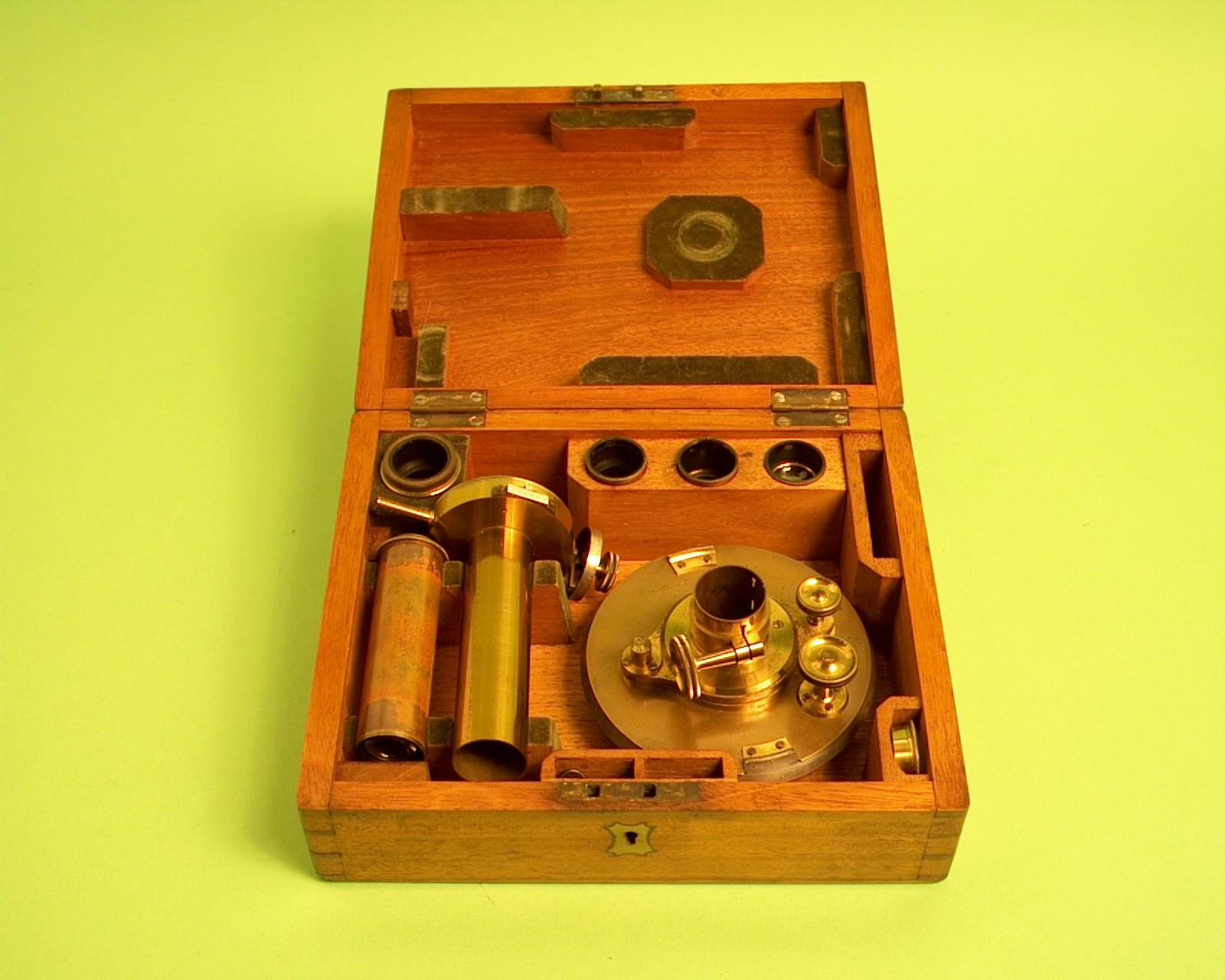Micrometer by Troughton and Simms, used by the 1874 Dutch expedition on Reunion